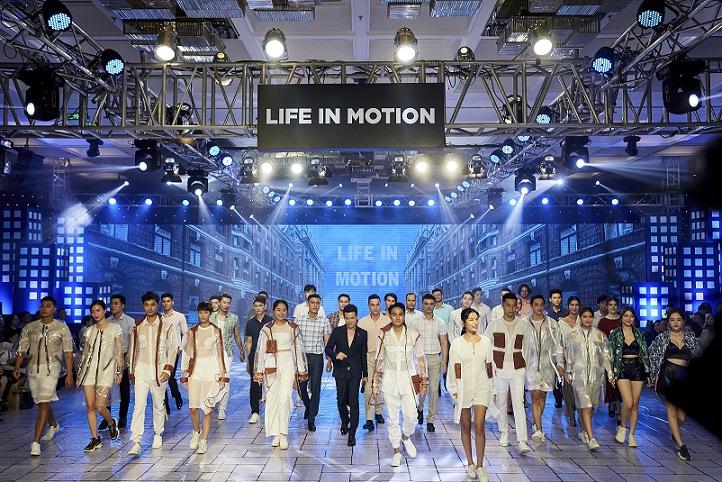 """""""Life in Motion"""" show 2019 đã mang đến không gian trưng bày văn minh, sang trọng và sàn Runway hiện đại"""