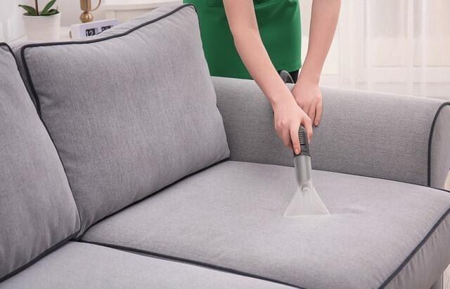 Dọn dẹp sofa phòng khách